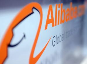 Logo der Firma Alibaba, aufgenommen am 08.01.2014 in Las Vegas auf der Elektronik-Messe CES (Consumer Electronics Show). Die chinesische Online-Handelsplattform Alibaba hat am 16.03.2014 einen Börsengang in den USA angekündigt. Foto: Britta Pedersen/dpa
