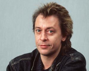 ARCHIV - Der Sänger und Komponist Rio Reiser, aufgenommen im Dezember 1992 in Hamburg. Foto: Erwin Elsner/dpa