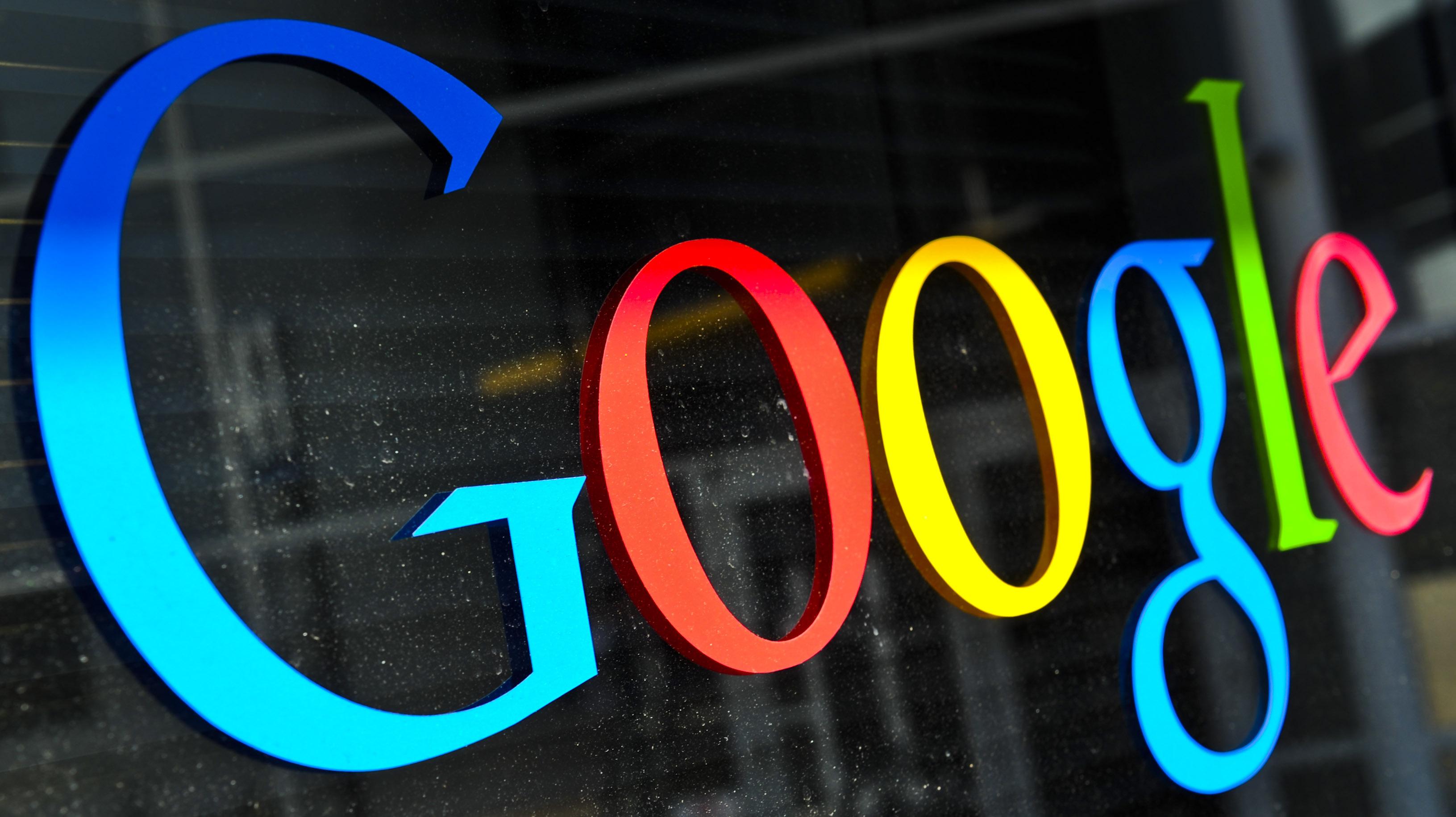 Auch Google entwickelt eine Smartwatch und tritt gegen seine Konkurrenten an. Foto: Ole Spata/dpa