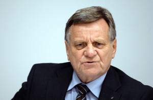 Der Berliner Flughafenchef Hartmut Mehdorn sollte bald einen Eröffnungstermin nennen.