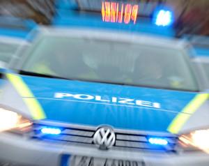 Ein neuer Einsatzwagen der Polizei Sachsen-Anhalt steht mit Blaulicht Foto: Jan Woitas/dpa