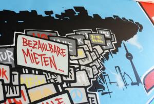 Ein Graffiti für bezahlbare Mieten am Kottbusser Tor in Berlin-Kreuzberg (Foto vom 07.06.2013). Foto: Jens Kalaene/dpa